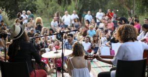 קבלת שבת קהילתית בגן הבוטני - הישיבה החילונית בתל אביב