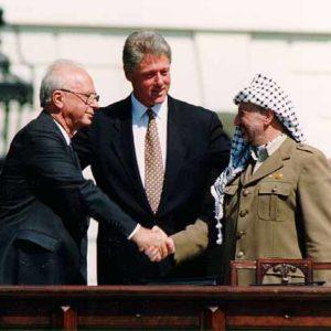 """בושה שמוכרים גם את השעון של יצחק רבין ז""""ל .אם היו מכורים את השעון למטרות תרומה ממלא אבל בשביל בצע כסף זה מחליא  Bill_Clinton_Yitzhak_Rabin_Yasser_Arafat_at_the_White_House_1993-09-132-300x300"""